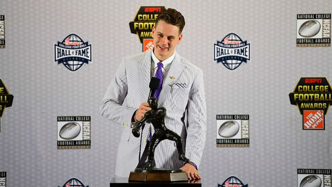 Joe Burrow Named Maxwell Award Winner